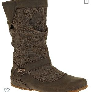 Women's pull on boot by Merrell